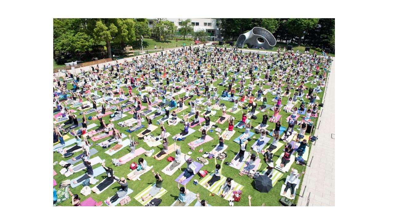 Mid-park yoga 2016