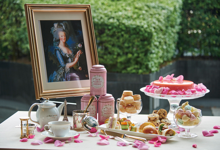 "Special dinners & deserts inspired by ""Marie-Antoinette"" exhibition (amuzen article)"