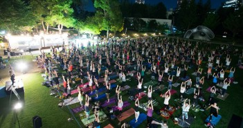 Mid-Park Moon Yoga 2018 at Tokyo Midtown